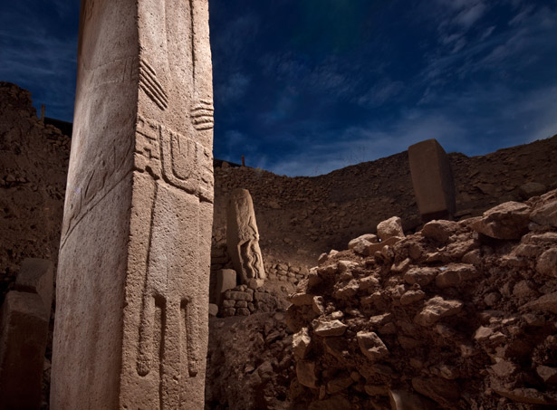 Gobekli Tepe - T-shaped pillar with human hands and belt