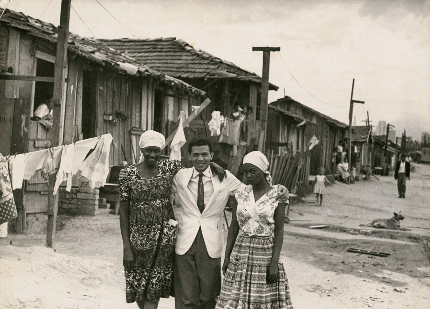 Carolina Maria de Jesus, Audálio Dantas e Ruth de Souza na Favela do Canindé. São Paulo, 1961